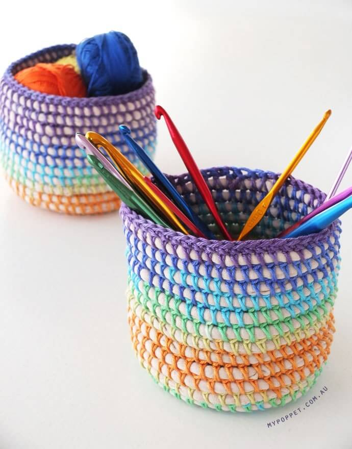 This image has an empty alt attribute; its file name is crochet-basket-finished2.jpg